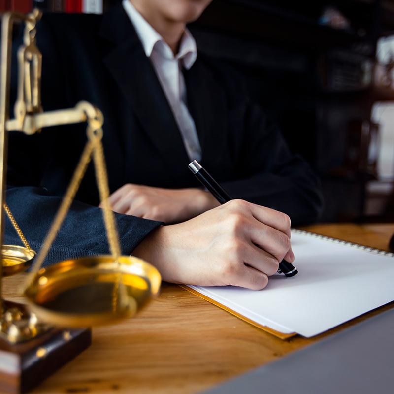 abogado contractual